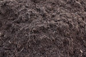 Shredded bark mulch in Peoria IL, chocolate-dyed mulch, wholesale mulch in Peoria IL